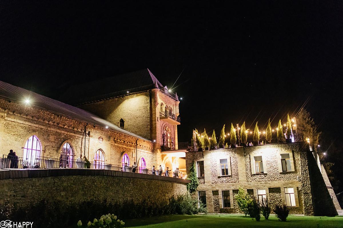 Ночное освещение шато князя Трубецкого свадьба Би Хеппи