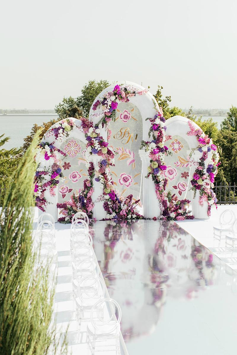 Роспись и украшение свадебной арки живыми цветами Би Хеппи свадьба