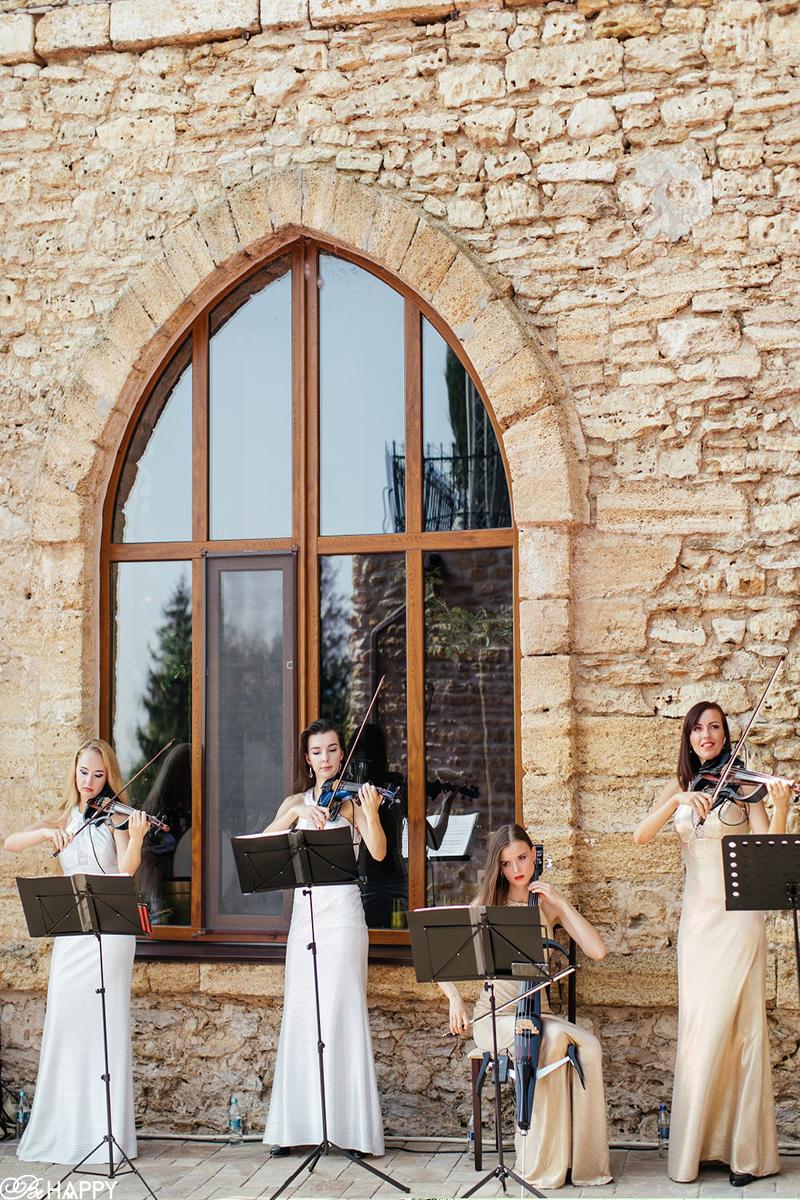 Квартет скрипачек на выездной свадебной церемонии