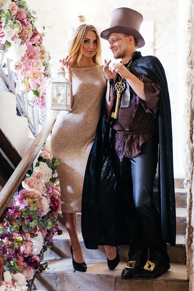 Свадебная фотосессия гости на лестнице