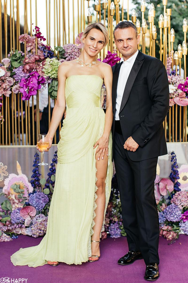 Гости свадьбы на банкете свадебная фотосессия