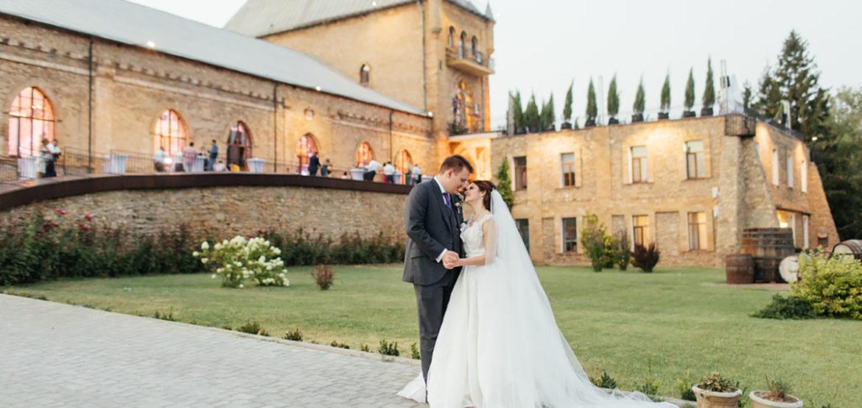 7 лет безупречной работы по организации свадеб /  не более 12 свадеб в год