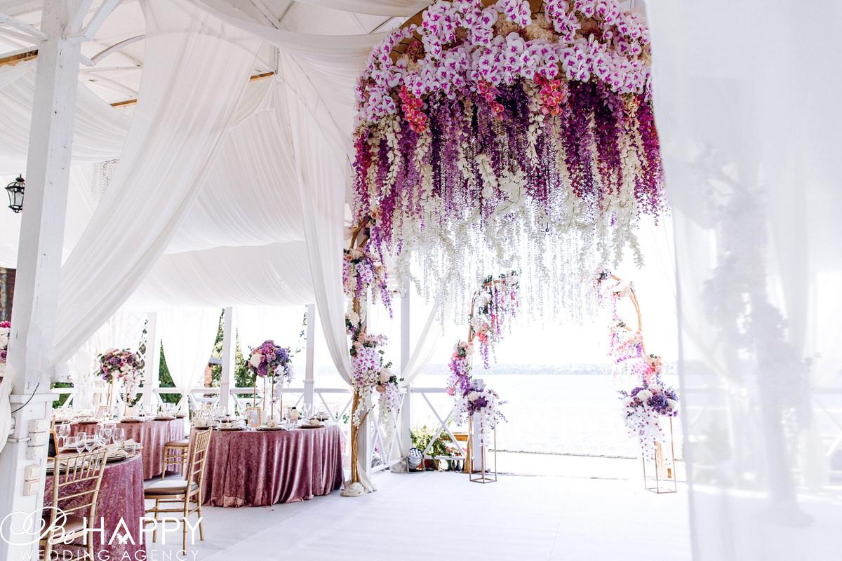 Фото зоны проведения церемонии свадебный декор бихеппи