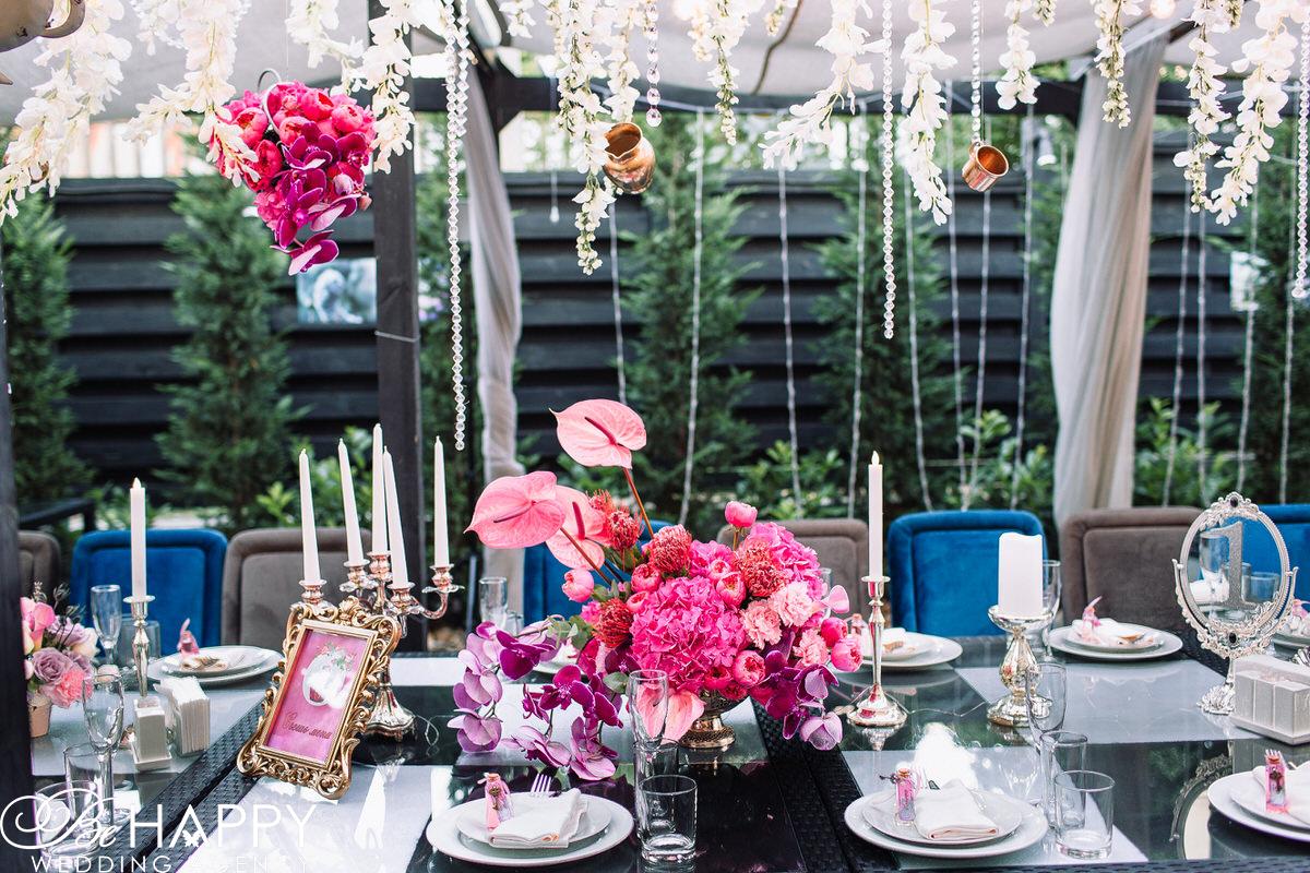 Украшение банкетного стола цветочными композициями бихеппи Николаев