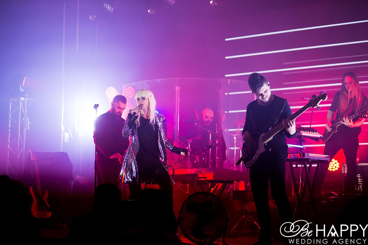 Юлия Санина и группа Hardkiss выступление на сцене