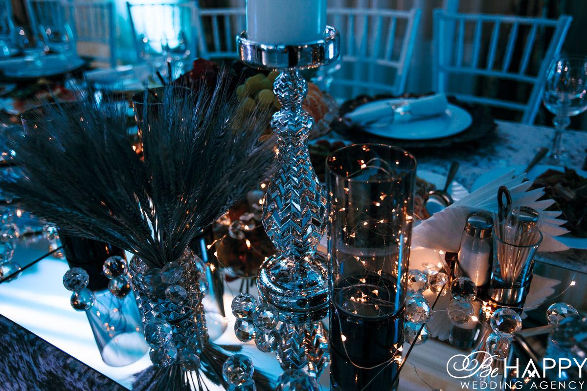 Украшение столов для банкета предметами декора бихеппи Николаев