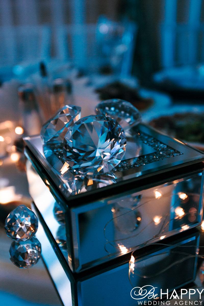 Фото декоративное шкатулки с бриллиантами банкетный стол