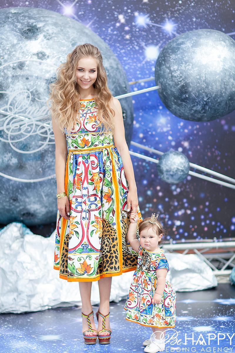 Мама и дочка позируют фотографу фотосессия детский праздник Николаев