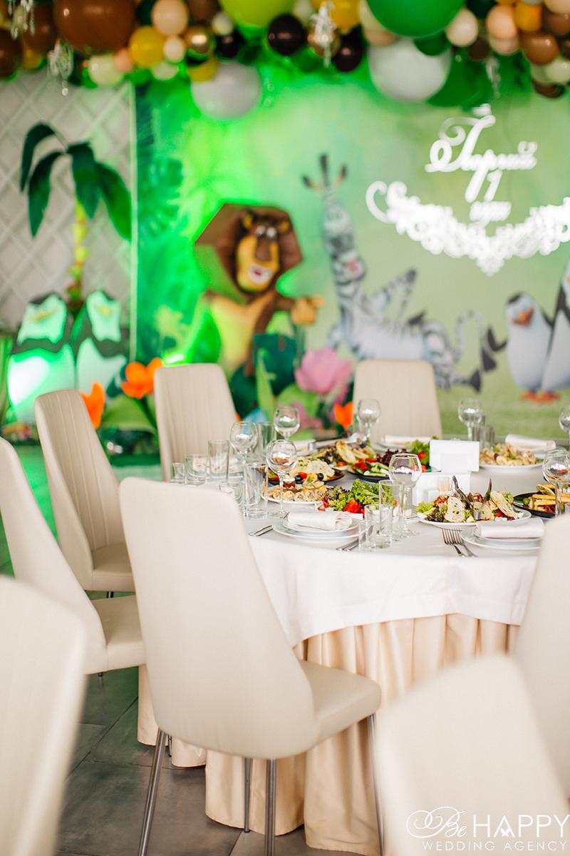 Украшение и оформление банкетного зала в стиле Мадагаскар Be happy Николаев