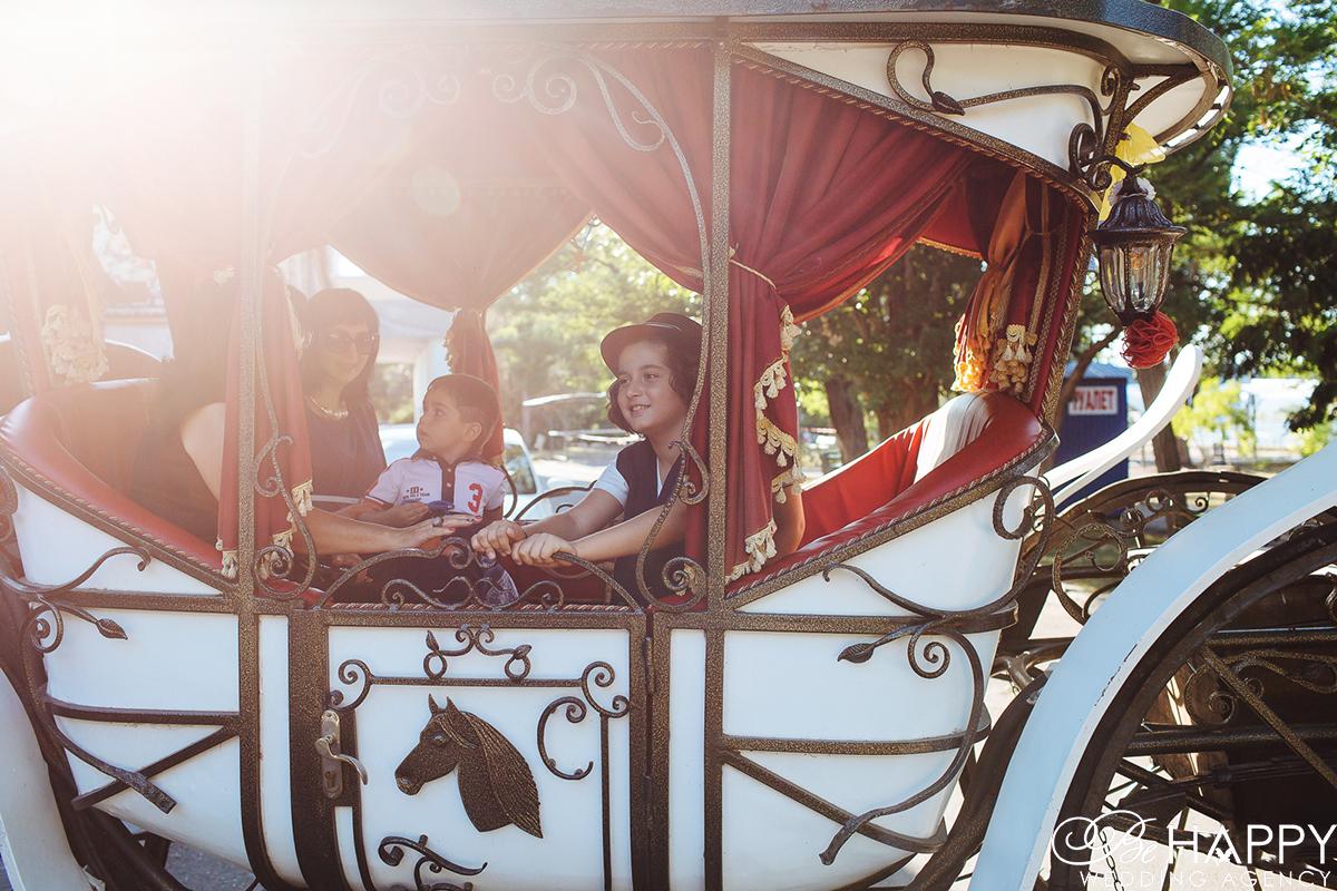 Фото детей, катающихся в карете