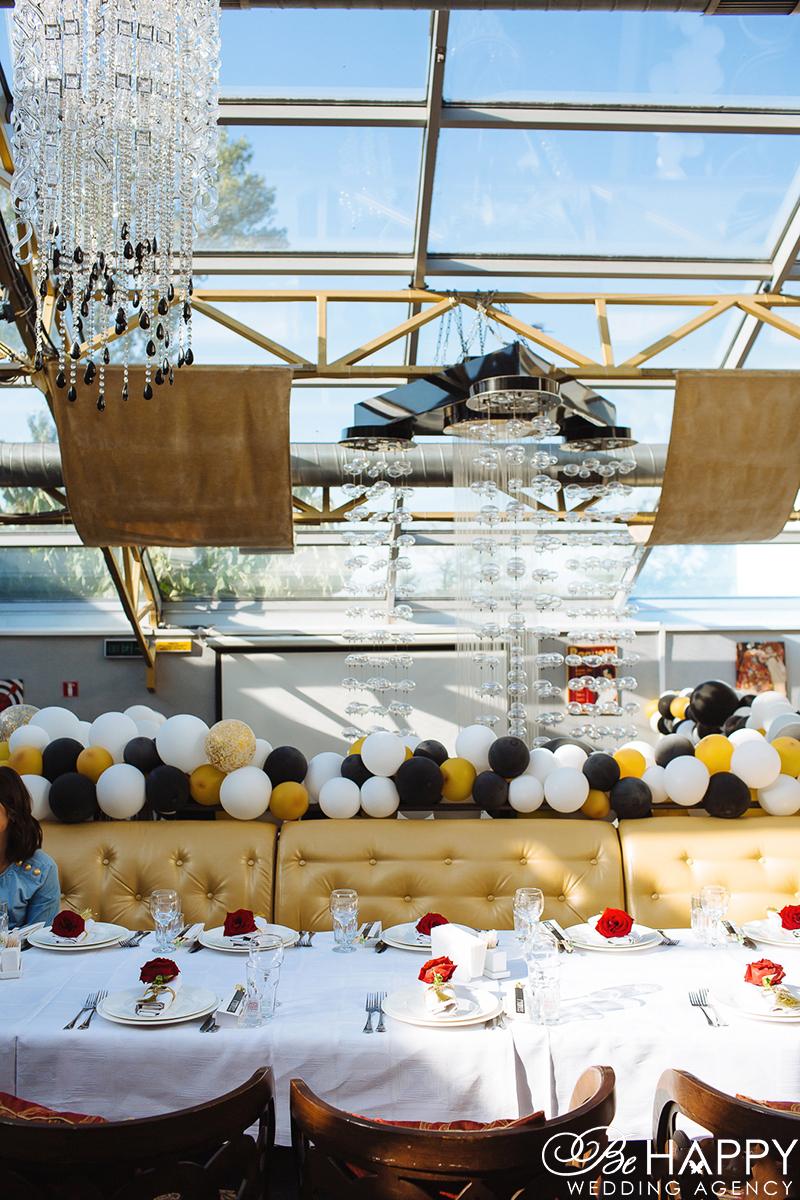 Украшение банкетного зала воздушными шарами бихеппи декор